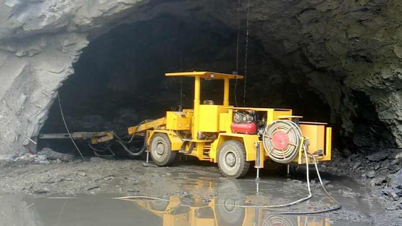 凿岩台车 DW551西藏昌都施工
